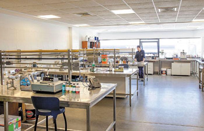 Laboratorio de análisis químicos y control de calidad.