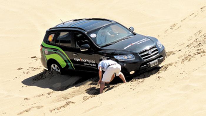 También se muestran técnicas para desencajar vehículos, con más maña que fuerza.
