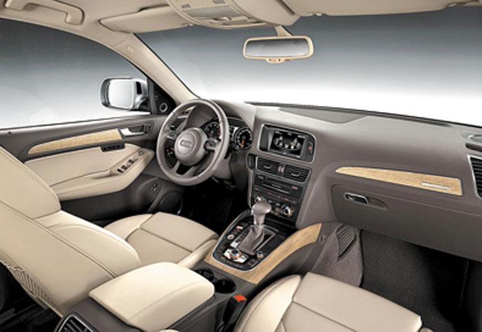 El interior también recibió cambios, con tablero, consola y terminaciones de nuevo diseño.
