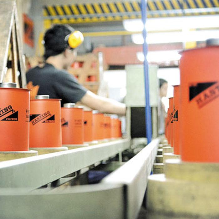 En su planta de Resistencia, Hasting produce filtros de aire, aceite, combustible, hidráulicos y especiales. Trabaja bajo la norma de calidad ISO 9001: 2008.