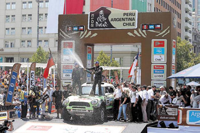 Resultado perfecto. El Mini Total de Peterhansel, en la cima del podio.