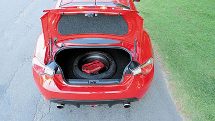 Toyota Argentina sacrificó espacio en el baúl para ofrecer un auxilio homogéneo.