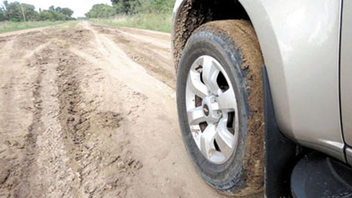 Los neumáticos de asfalto se empastan con rapidez en el barro.