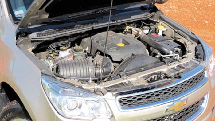 Debajo del capot está el mismo VM Motori 2.8 de la S10.