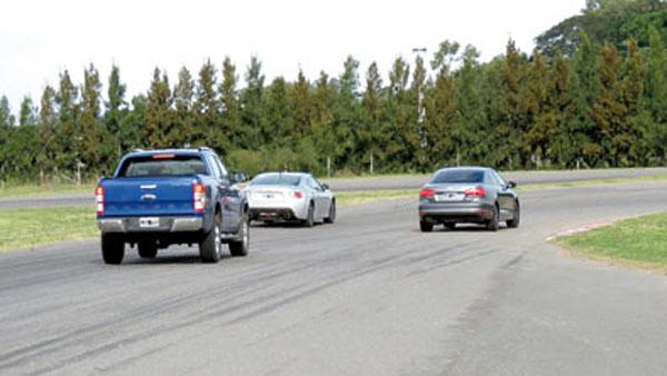 En las rectas, el Vento acortaba distancia con la Toyota. En lo trabado, Hachi-Roku se despegaba.