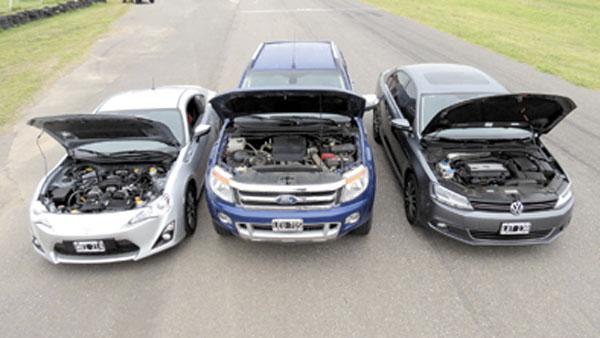 Tres autos muy distintos, pero con algo muy en común bajo el capot: la potencia.