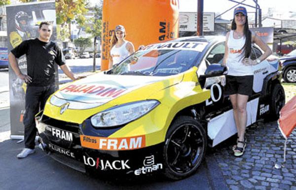 El lubricentro de Garay y Entre Ríos recibió la visita del equipo Renault Fram de Súper TC2000.