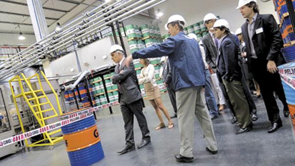 Los invitados realizaron visitas guiadas a las instalaciones de la nueva sede de Gulf Oil Argentina.