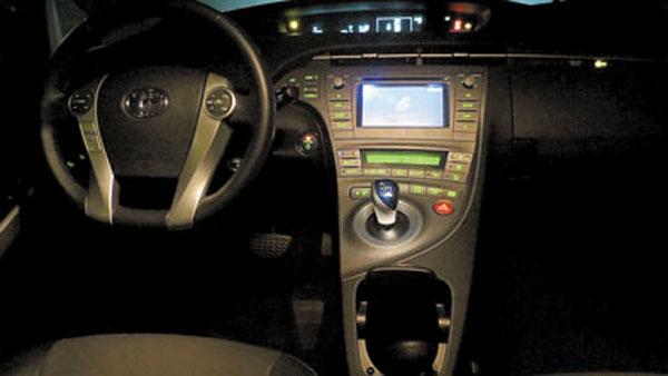 Show de luces en el tablero del Prius.