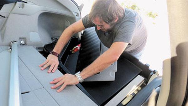 Acceder a las baterías del Prius no es fácil.