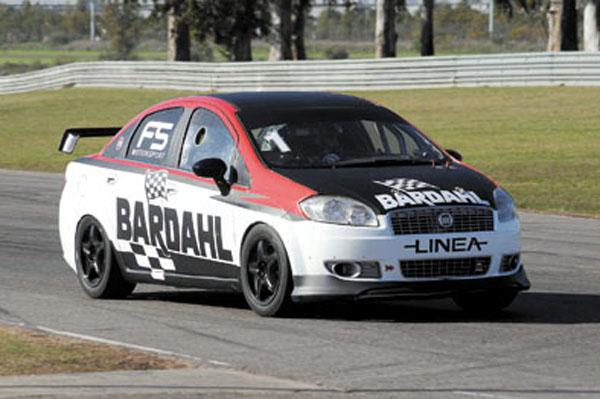 Los Fiat Linea Competizione ofrecen la posibilidad de manejar un auto de carreras, con toda la seguridad.