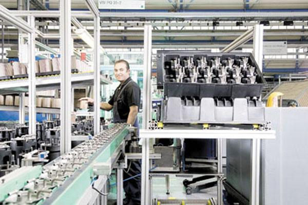 Mann+Hummel incorporó a su planta una plegadora capaz de triplicar la productividad en la línea.