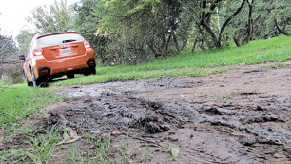 El valor agregado del New XV se advierte al salir del asfalto.