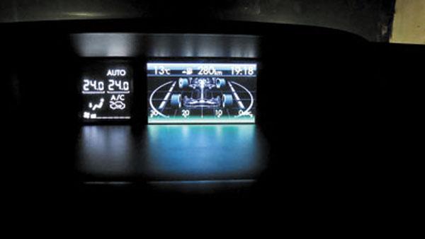 Sobre la consola central hay otra pantalla, con gráficos que muestran desde el funcionamiento de la tracción integral hasta el ángulo de giro de las ruedas.