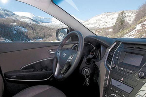 El diseño del interior sigue la línea de los nuevos Tucson, i30 y Veloster.