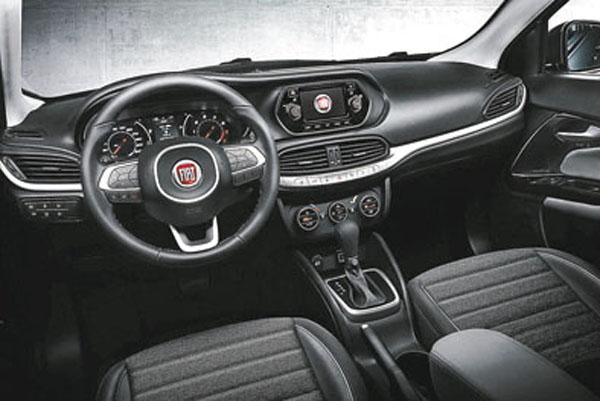 Reemplaza al Fiat Linea y se posiciona como un sedán del segmento compacto.