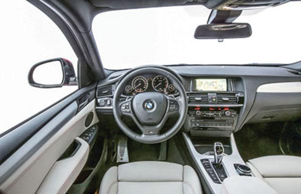El interior propone la posición de manejo de una coupé.