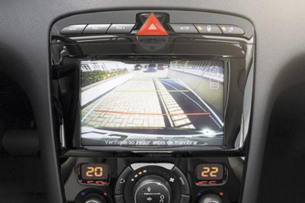 Nueva pantalla multimedia de siete pulgadas, con GPS y cámara de retroceso.