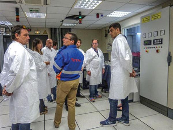 El grupo de invitados visitó las estaciones de servicio, la icónica Torre Total Coupole, conoció la estrategia de comunicación y proyecciones de la compañía.
