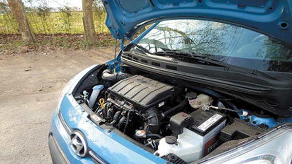 El motor y el tanque de combustible ofrecen una autonomía que invita a salir a la ruta.