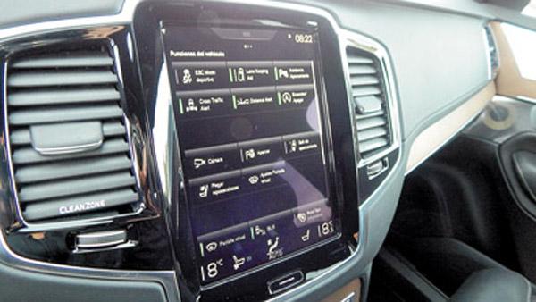 Es una verdadera iPad que concentra todas las funciones del vehículo.