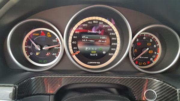 Velocímetro hasta 320 km/h.