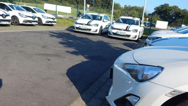 Podés alquilar un auto para manejar: Suzuki Swift, Clio RS, BMW Serie 1, Golf GTi o Hachi Roku.