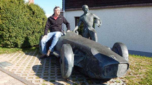 Fangio tiene su propia estatua en Nürburgring. Hay otras dos iguales: en Puerto Madero y Mónaco.