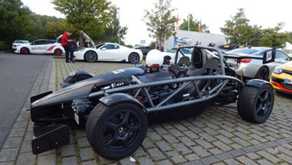 David vs Goliath: Ariel Atom y Ferrari 458 Speciale Aperta.