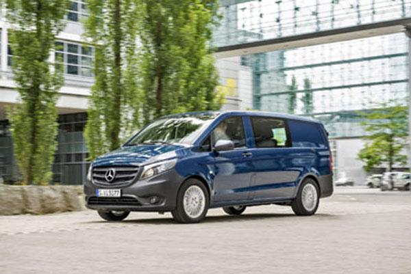 Es el primer modelo de Mercedes-Benz con versiones de tracción delantera o trasera.