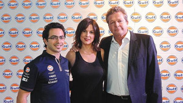Fernando Rees (piloto Gulf Aston Martin del Mundial de Turismo), Úrsula Vargues (presentadora del evento) y Frank Rutten (CEO de Gulf Oil).