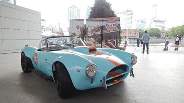 Steve McQueen, el Ford Cobra y una marca legendaria de lubricantes.