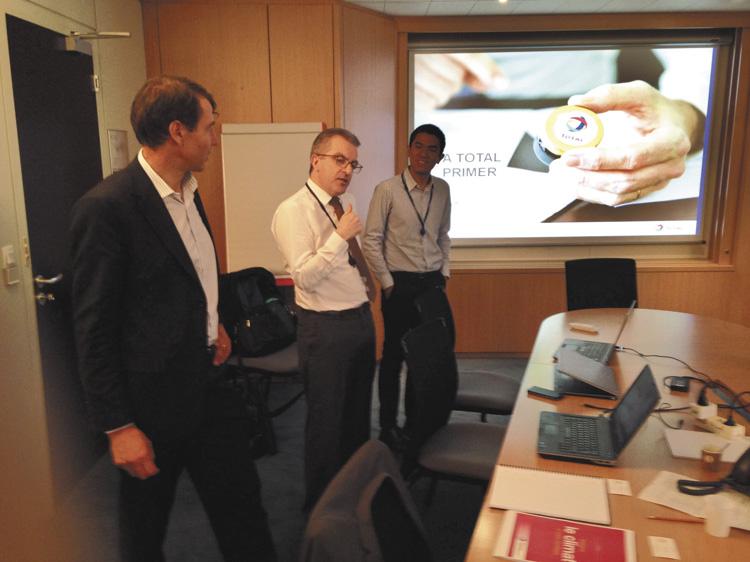 Stephan Brunstein y Marc Beurier recibieron a Lubri-Press en las oficinas de Total en La Défense.
