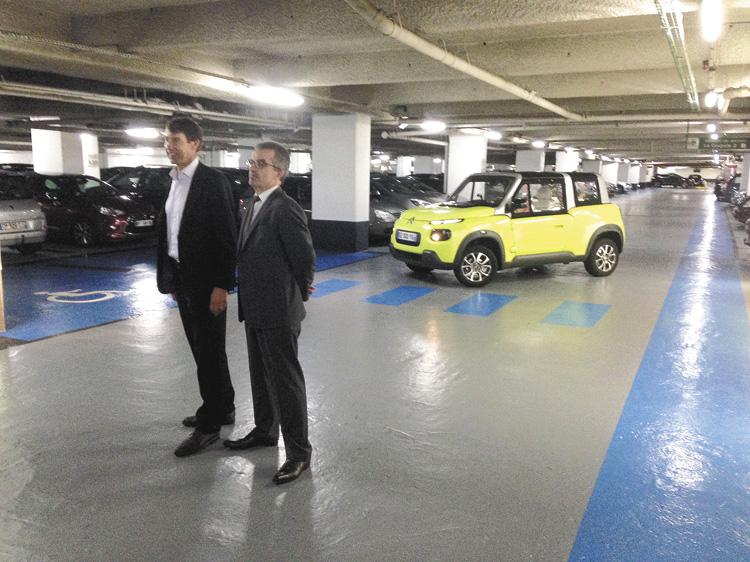 Llegamos hasta allí manejando un Citroën e-Mehari eléctrico, para el que Total desarrolló fluidos especiales.