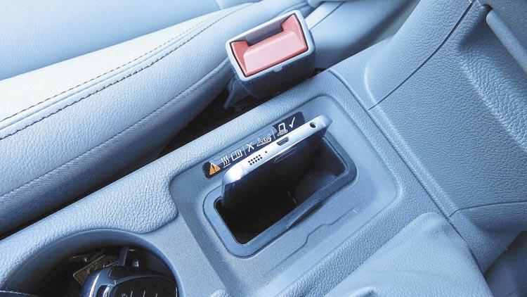 Otro detalle exclusivo del LTZ Plus: cargador de teléfono inalámbrico.