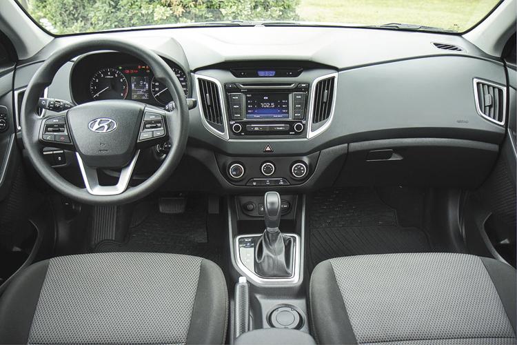 Tiene un interior con buena calidad y un equipamiento de seguridad completo.