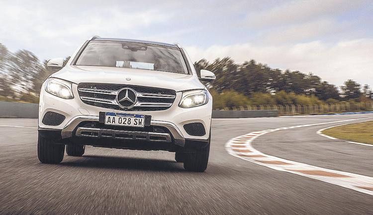 Tiene 241 caballos, turbo y caja de nueve velocidades. ¿Adónde más la llevarías?