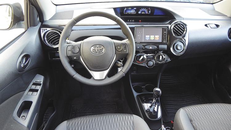 Por dentro, volante y tablero de nuevo diseño.