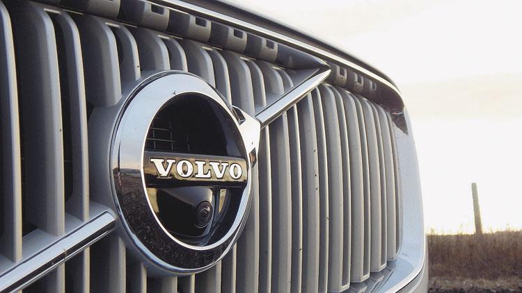 Sólo un formalismo legal impide que este Volvo se desplace sin ayuda de un conductor.