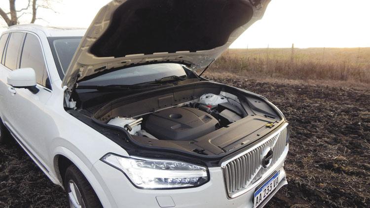 Cuatro cilindros y dos litros. Parece chico. Hasta que el compresor y el turbo entran en acción.