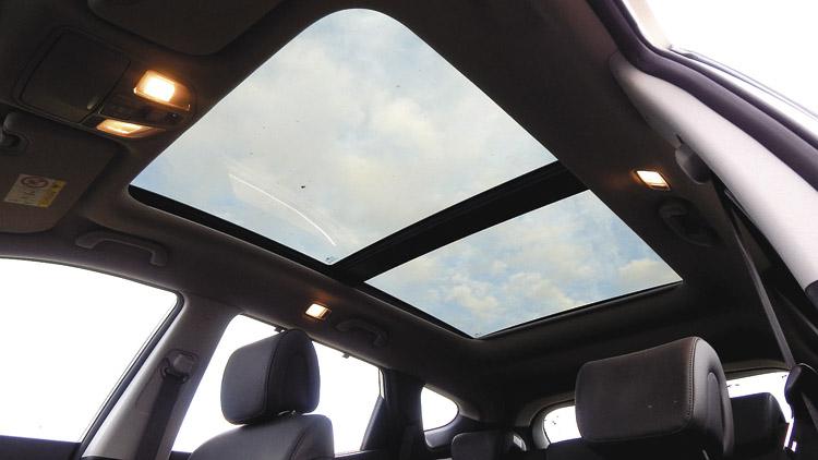 Espectacular techo panorámico. Sólo disponible en versiones 4WD.